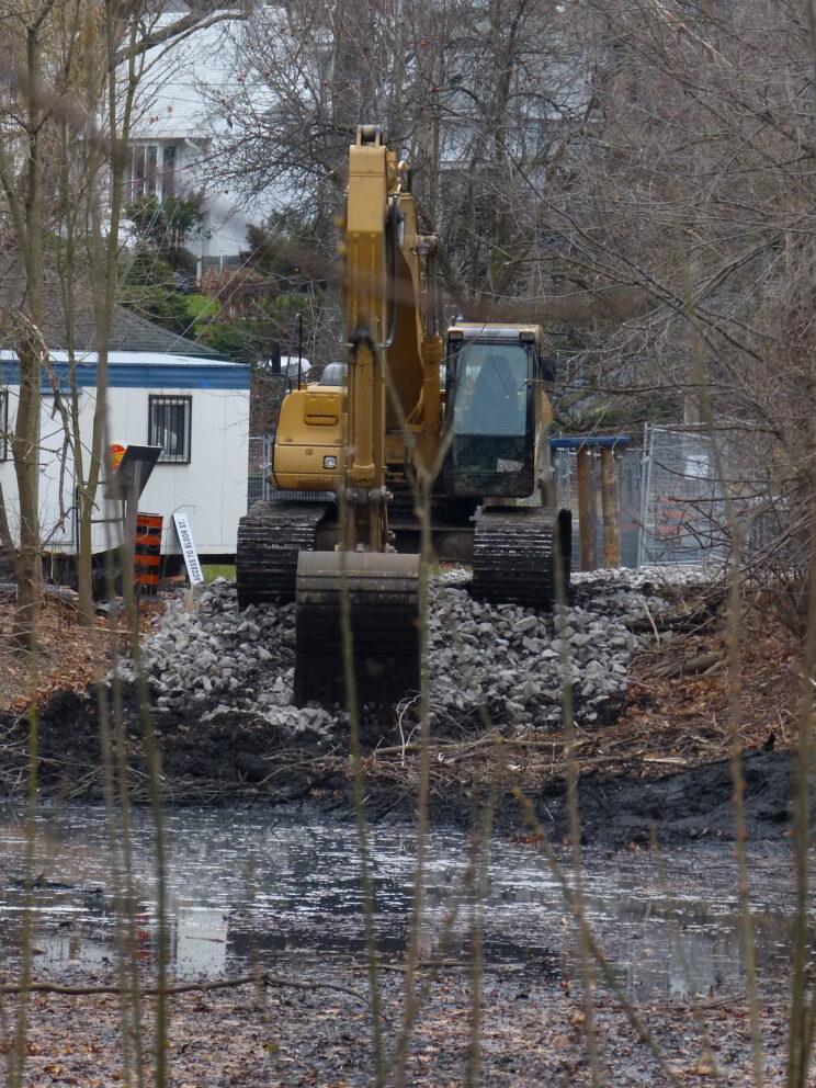Dredging Wendigo Pond, November 2014. Photo: Karen Yukich
